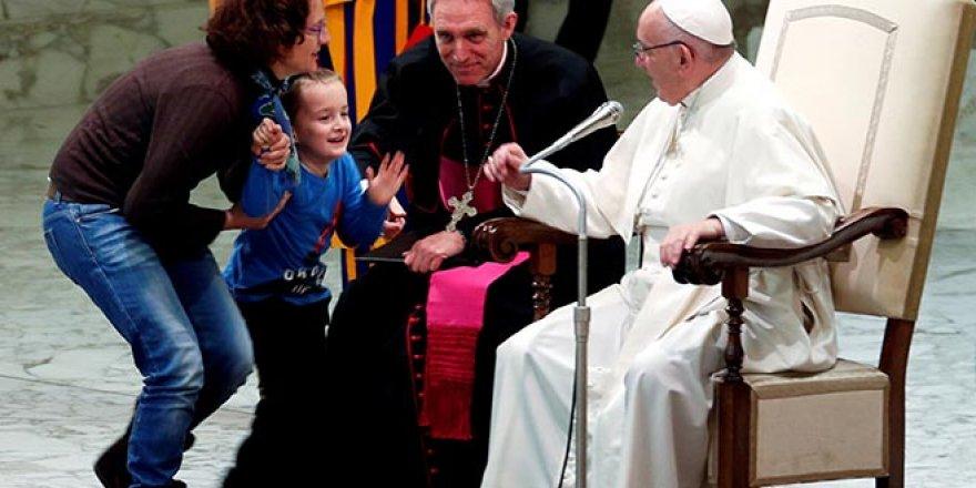 Papa ayine çocuklar sahneye