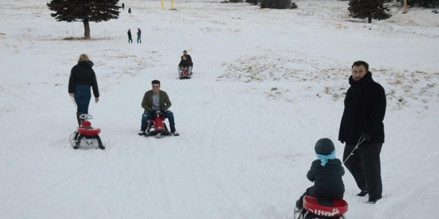 Sezon açılmadan Uludağ'da kayak keyfi