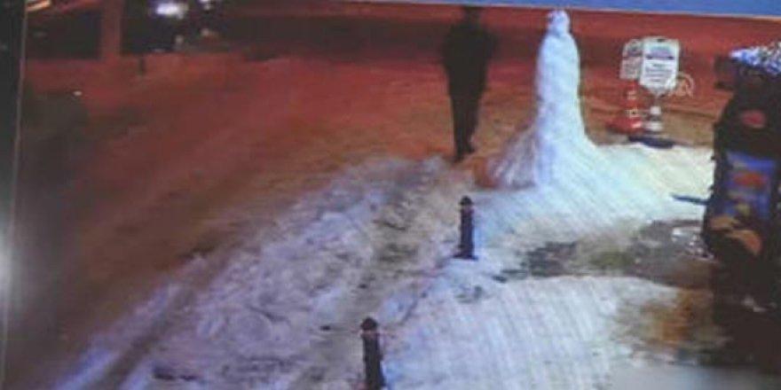 2 metrelik kardan adama vurup kaçtı