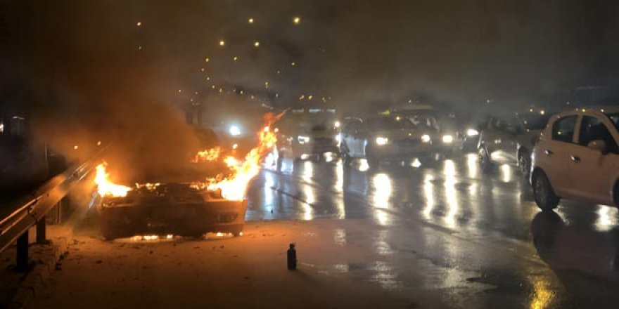 Korku dolu anlar! Seyir halindeki araç yandı...