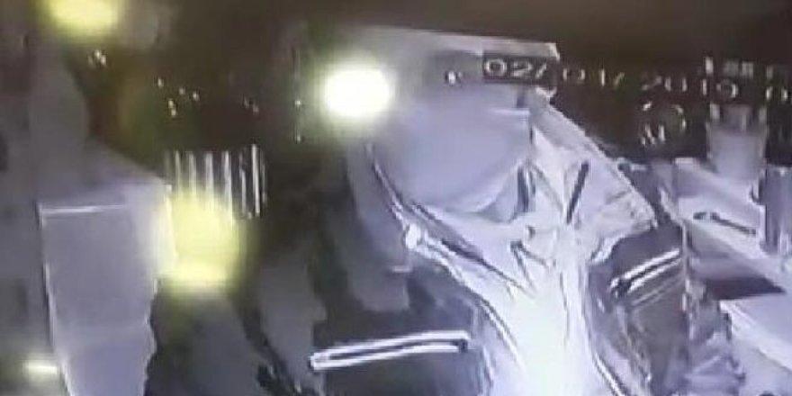 Maskeli hırsızlık kamerada