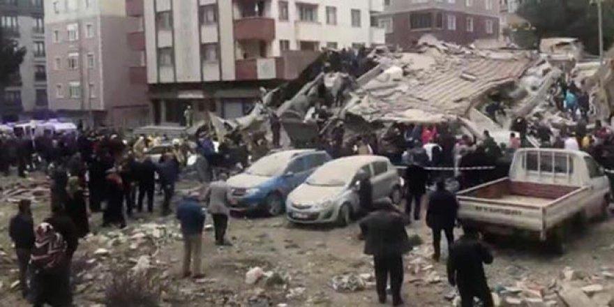 İstanbul'daki binanın çökme anı!