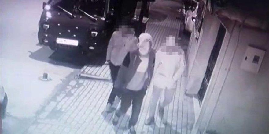 Saniye saniye hırsızlık anı kameraya böyle yansıdı