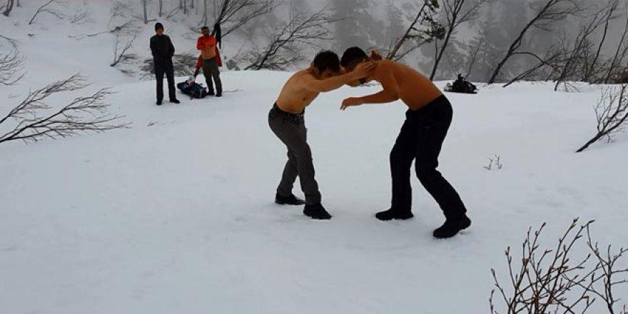 Brezilya'dan geldi, ilk defa kar gördü