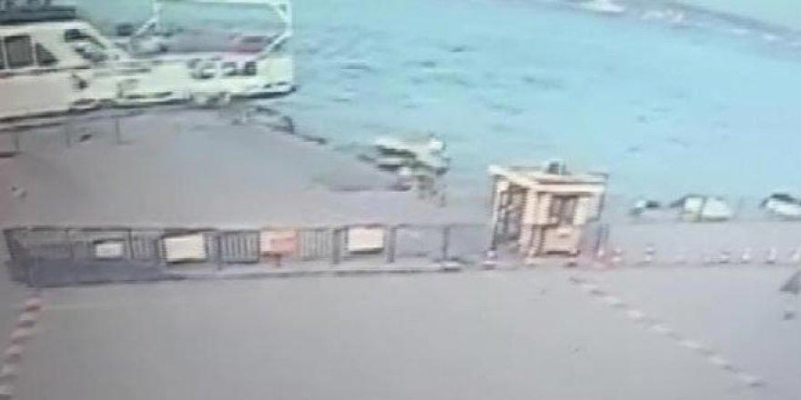 Aracın denize uçma anı kamerada