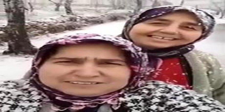 Hataylı kadınların kar sevinci