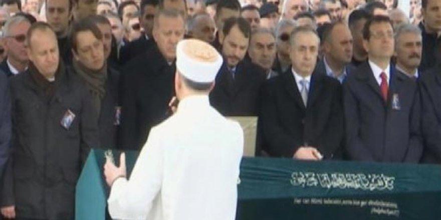 Erdoğan ve İmamoğlu aynı safta namaza durdu