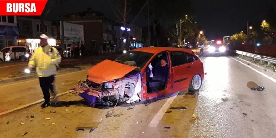 Kaza üstüne kaza yaşadılar: 3 yaralı