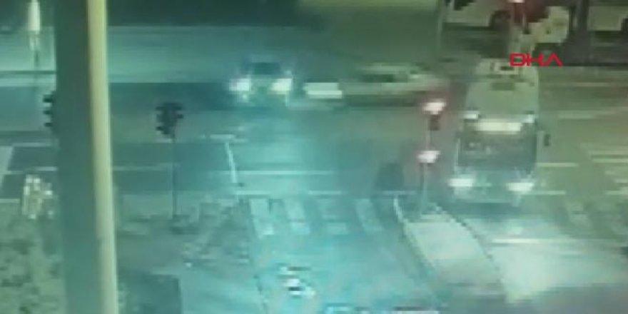 Gece yarısı korkunç kaza: 2 ölü, 3 yaralı
