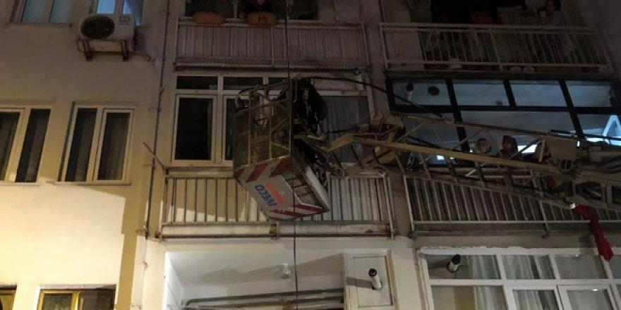 Feryadı duyanlar hemen polisi aradı! Pencereden girip kurtardılar