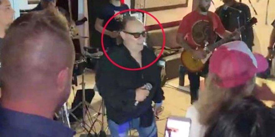 An be an kamerada! Ünlü solist sahnede hayatını kaybetti
