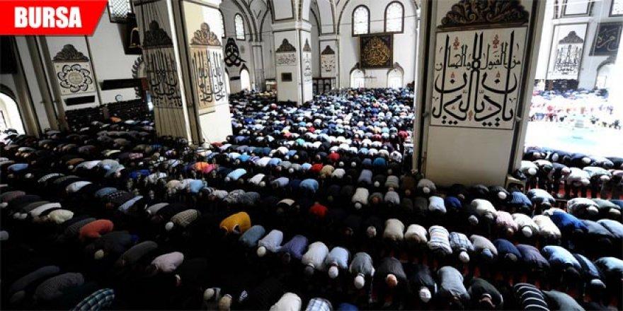 Kadir Gecesi'nde Bursalılar Ulu Cami'ye akın etti