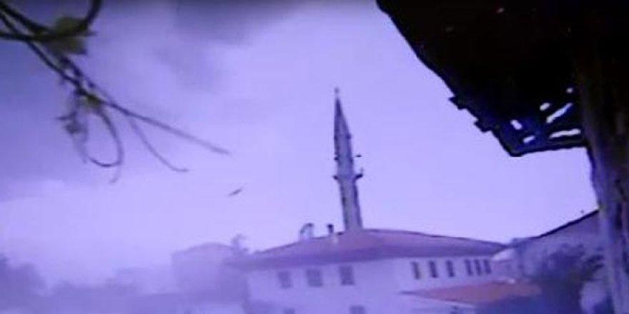 Caminin minaresi fırtınada yıkıldı