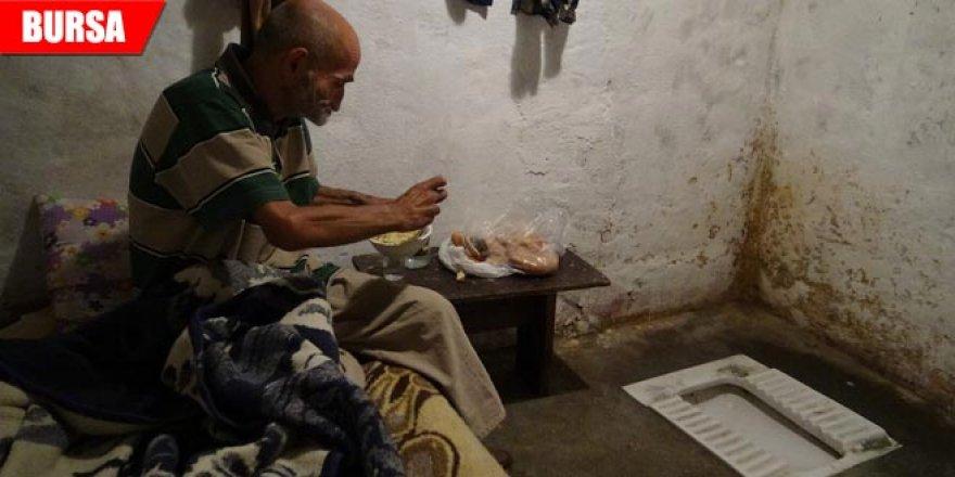 Tuvalette yaşayan adam sıcak yuvaya böyle kavuştu