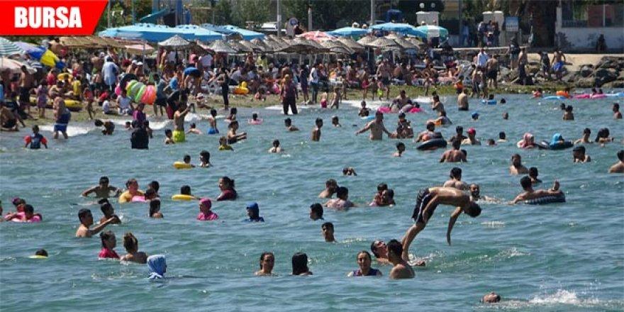 Sıcaktan bunalan Bursalılar denize akın etti