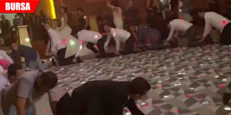 Damat ve arkadaşlarından düğüne damga vuran dans
