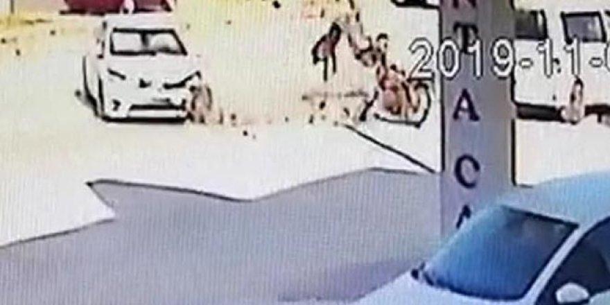 2 kişin ağır yaralandığı kaza kamerada