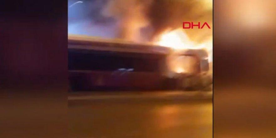 Park halindeki halk otobüsü yandı
