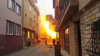 Bursa`da alevler apartmanı aştı