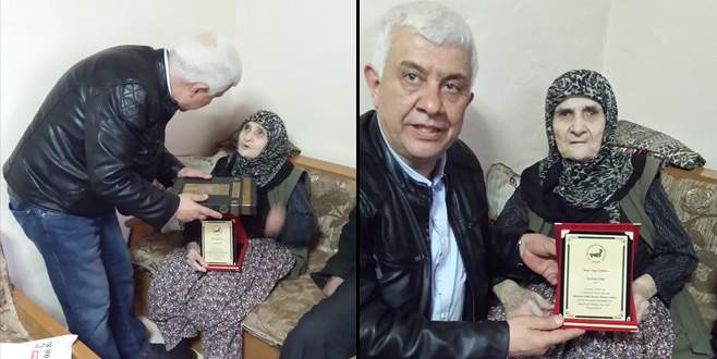 Şehit Mustafa Cambaz'ın annesine 'Yılın kadını' ödülü