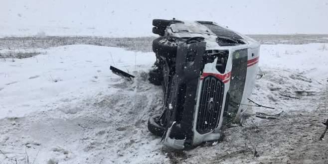 Futbolcuları taşıyan minibüs devrildi: 1 ölü, 17 yaralı