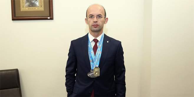 Valilik protokol müdürü altın madalya kazandı