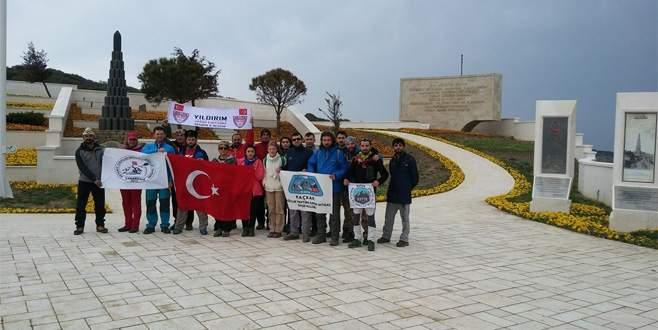 Bursalı dağcılar Çanakkele'de şehitleri andı
