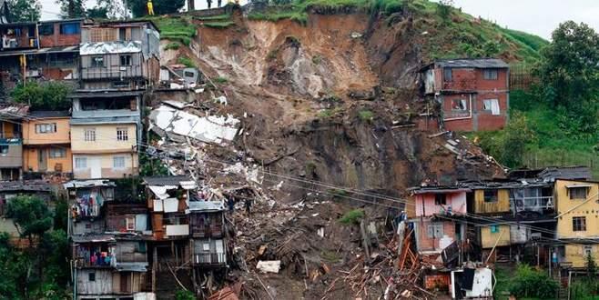 Toprak kaymasında 11 kişi yaşamını yitirdi