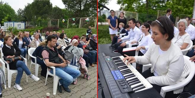 'Bizim Ev'de engeller müzikle aşılıyor