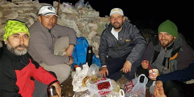 Bursalı dağcılar iftar için zirve yaptı