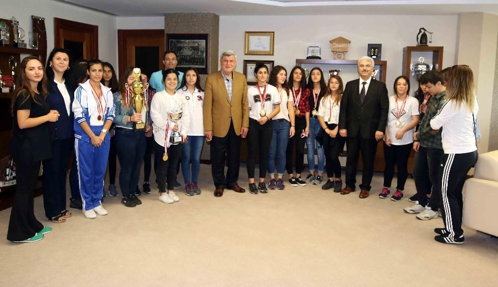 """Başkan Karaosmanoğlu: """"65 yaşındayım her gün spor yapıyorum"""""""