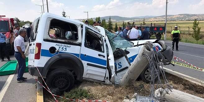 Polis aracı beton direğe çarptı: 1 şehit