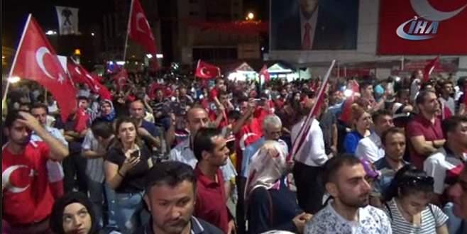 Bursalılar 'demokrasi nöbeti'nde