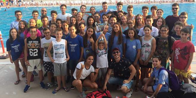 Türkiye'nin parlayan yıldızı Bursa TOHM yüzme