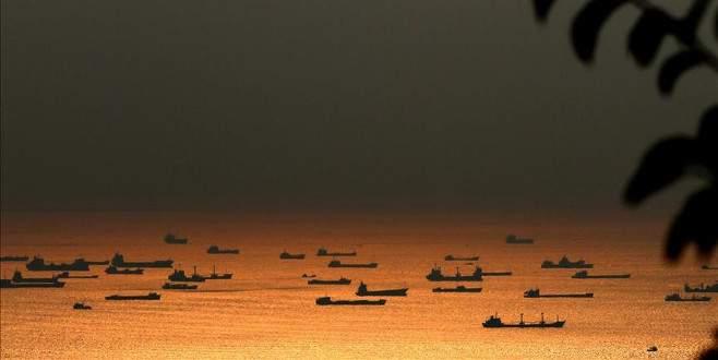 Boğazlarda bekleyen gemiler 500 milyon dolar bırakacak