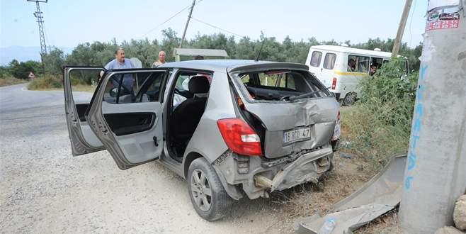 Bursa'da yolcu minibüsü ile otomobil çarpıştı: 3 yaralı