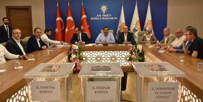 AK Parti'de yeni başkan için temayül yoklaması