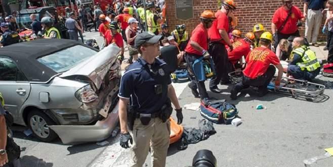 ABD'de araç göstericilerin arasına daldı: Çok sayıda yaralı var