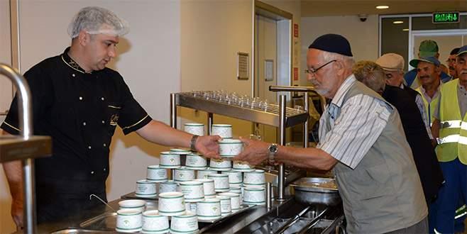 Osmangazi'den vatandaşlara çorba ikramı