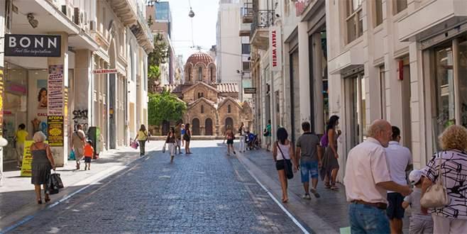 Yunanistan gittikçe küçülüyor