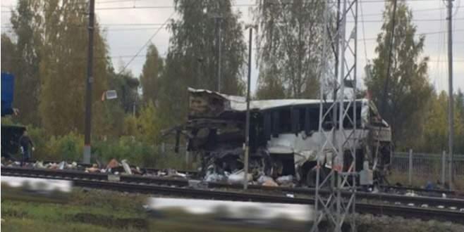Rusya'da tren-otobüs çarpışması: En az 19 ölü