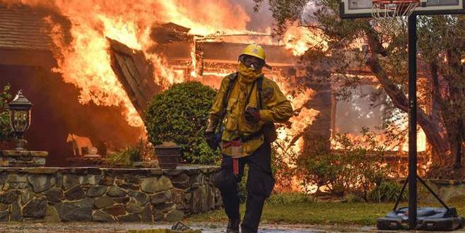 Kaliforniya'da orman yangını 10 can aldı
