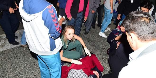 Karşıdan karşıya geçen anne ile kızına otomobil çarptı