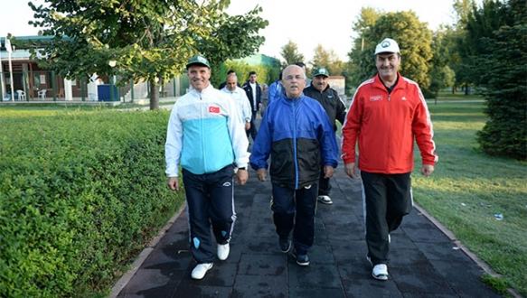 Başkan Dündar, vatandaşlarla spor yaptı