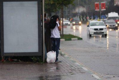 Bursalılar yağmura hazırlıksız yakalandı
