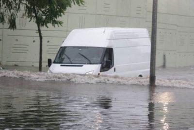 Bursa`da yağmur hayatı olumsuz etkiledi