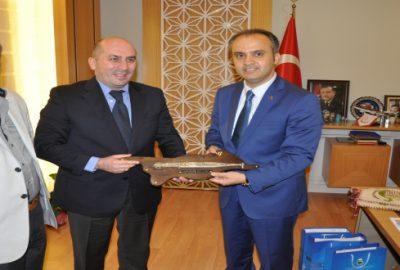 Gürcü bakandan İnegöl`e övgü