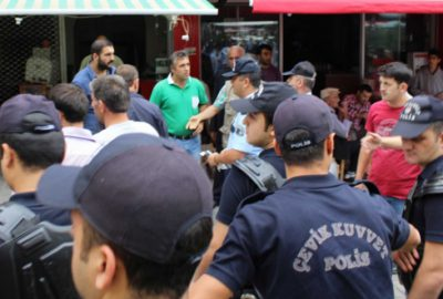 Bursa`da Çevik Kuvvet destekli zabıta operasyonu