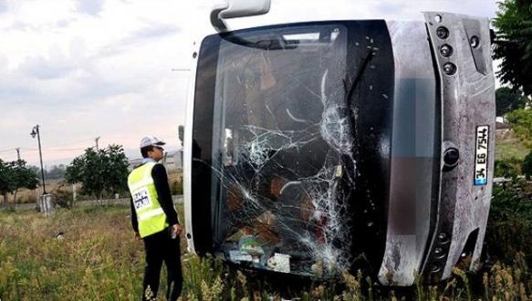 Bursa`da yolcu otobüsü şarampole uçtu