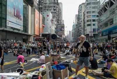 Hong Kong Pekin`e karşı